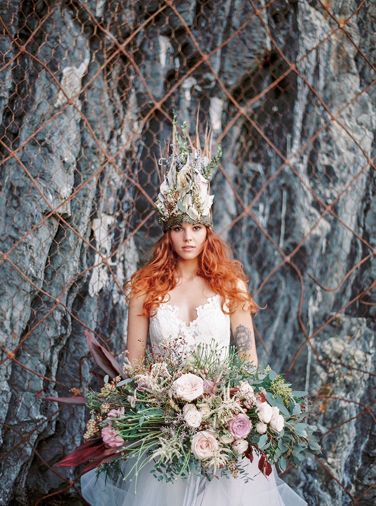 unqiue bridal headpieces - photo by Wild Beach Elopement Inspiration at Cinque Terre http://ruffledblog.com/wild-beach-elopement-inspiration-in-cinque-terre