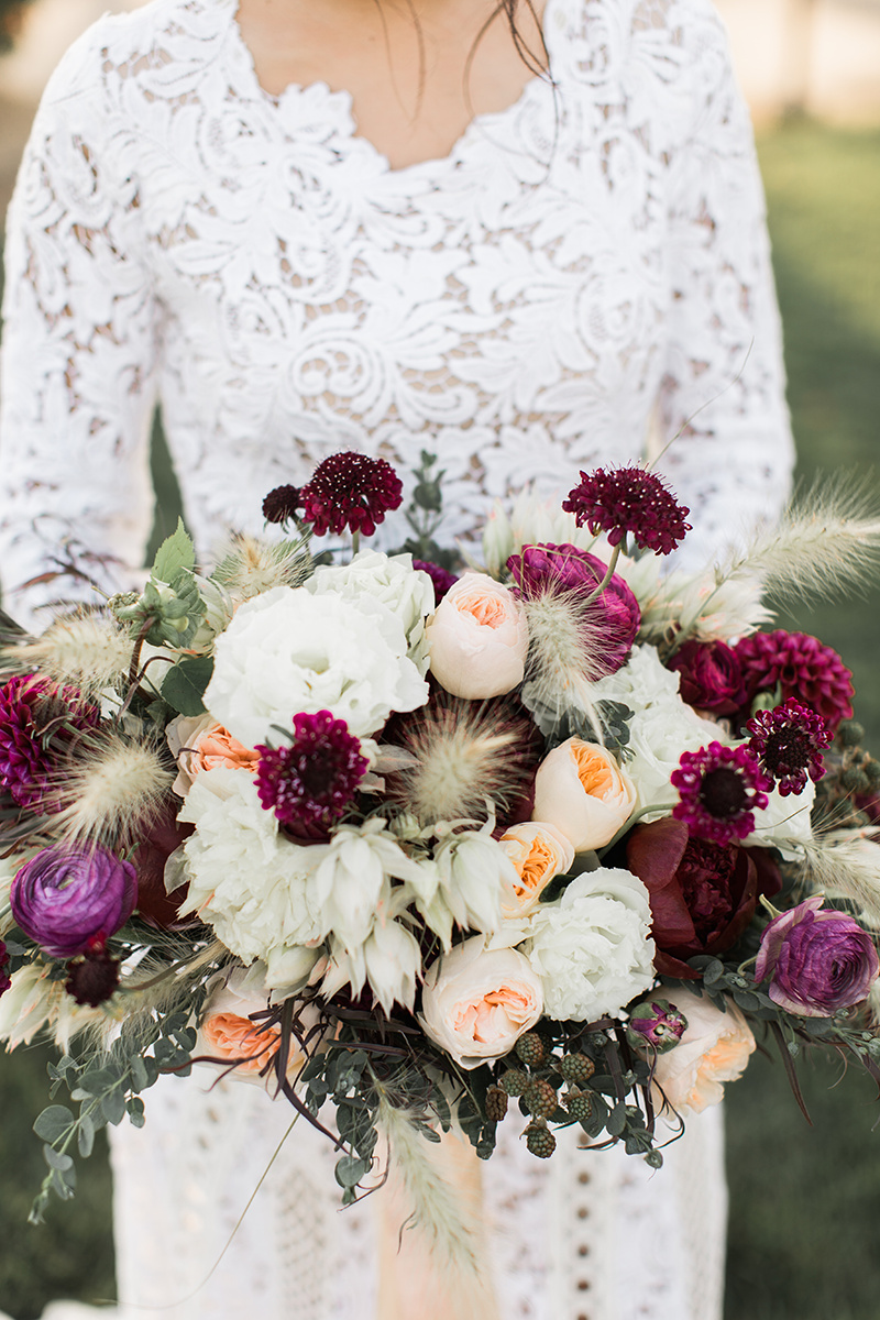 wedding bouquets with pampas grass - https://ruffledblog.com/wine-country-wedding-inspiration-with-a-pampas-grass-arch