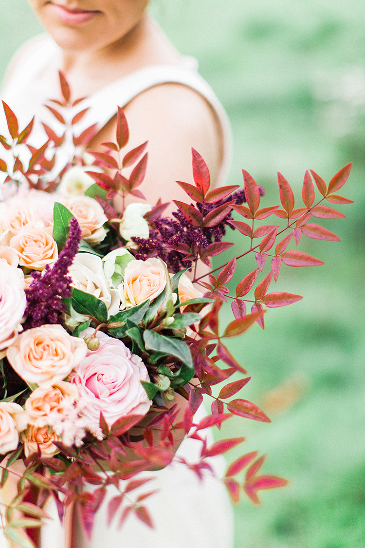 fall wedding bouquets - https://ruffledblog.com/winery-vow-renewal-inspiration-with-autumn-leaves