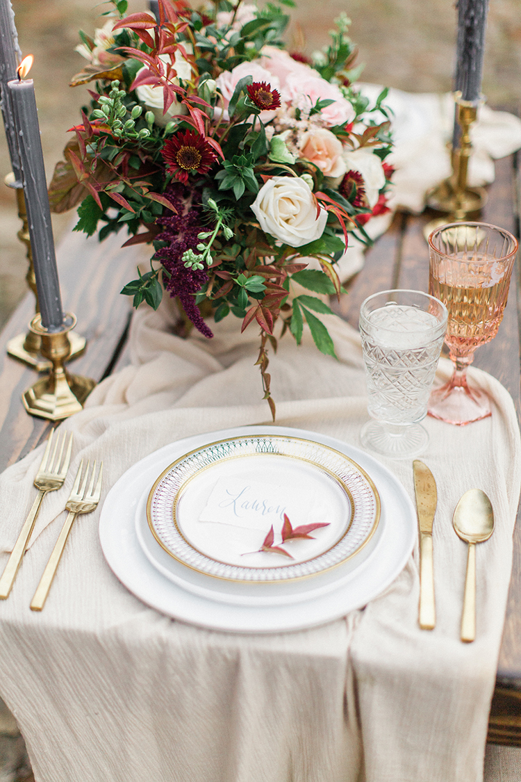 beautiful fall tablescape ideas - https://ruffledblog.com/winery-vow-renewal-inspiration-with-autumn-leaves